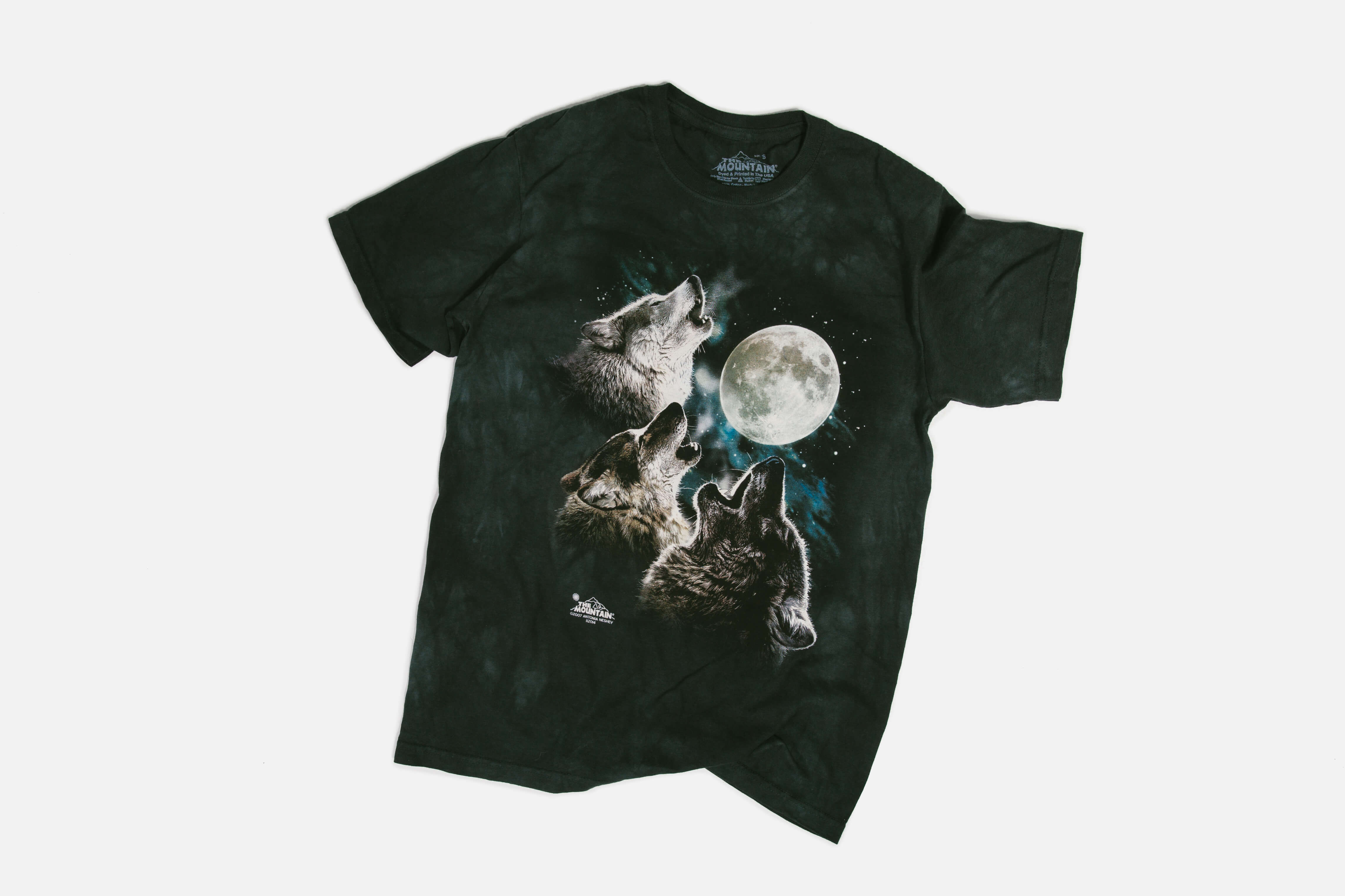7f003451 Three Wolf Moon. What a story. It all started back in November 2008 with a  zany review by a student at Rutgers University. He didn't actually own the  shirt… ...